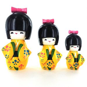 Kokeshi Chinoise  Lot De 3 Kokeshi Chinoises Jaunes - B - (14, 12 Et 9cm)